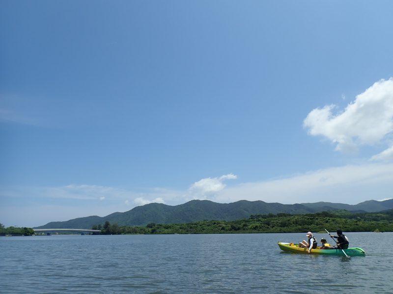 カヌーにのっていると石垣島の空はとても大きいです。