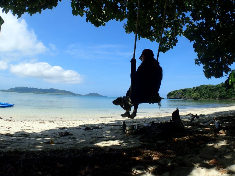 SUPやカヌーで秘密のビーチに上陸して、ブランコで撮影♪